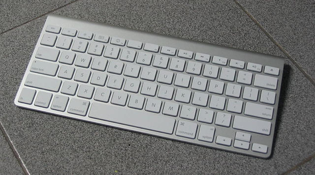 apple updates 2007 aluminum keyboard firmware to fix magic mouse power issues cult of mac. Black Bedroom Furniture Sets. Home Design Ideas