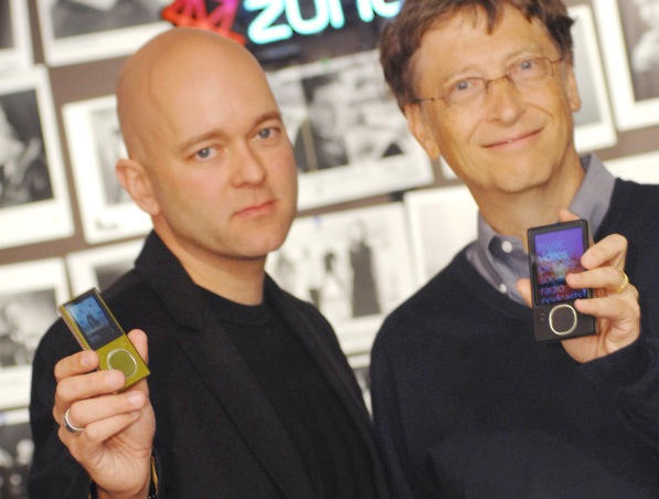 Microsoft's James J Allard (seen here with Bill Gates) is leaving the company, largely because of failed attempts to match Apple's iPod, iPhone and iPad.