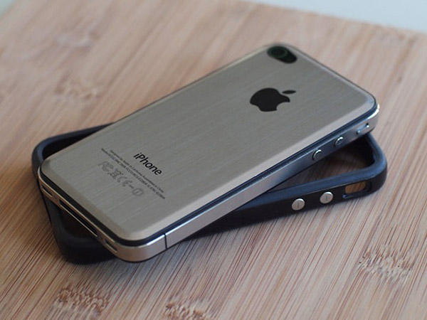iphone_4_metal_back_1