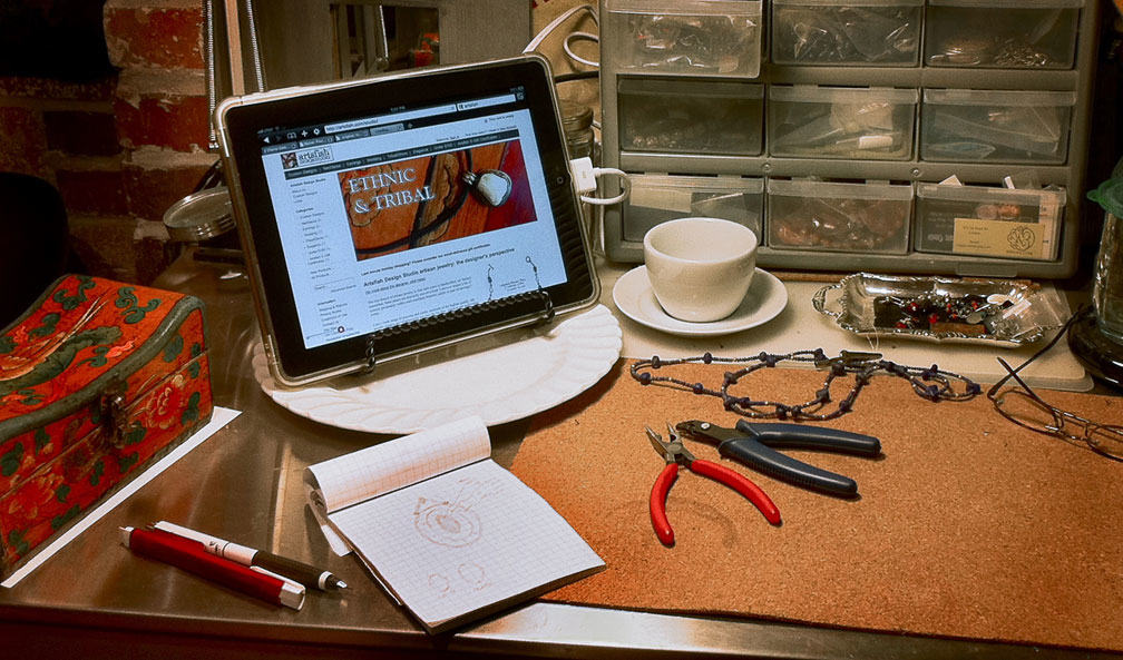 Studio Workbench with web connection