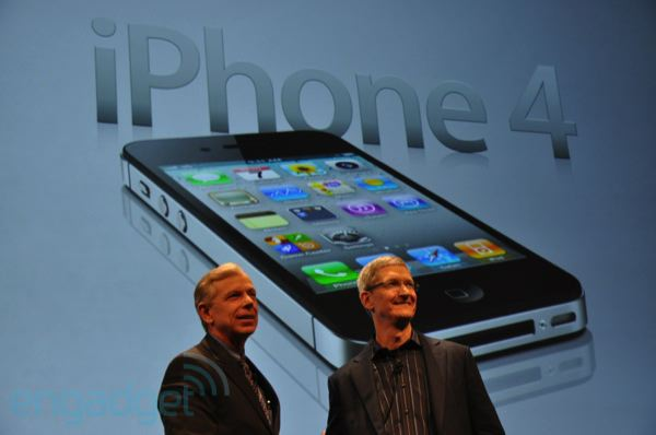 Verizon COO TK and Apple's Tim Cook at launch of Verizon iPhone.