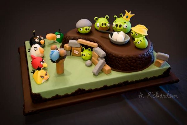 angry-birds-cake-20101110-115402