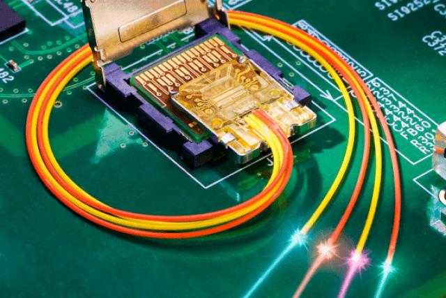 intel-light-peak-laser