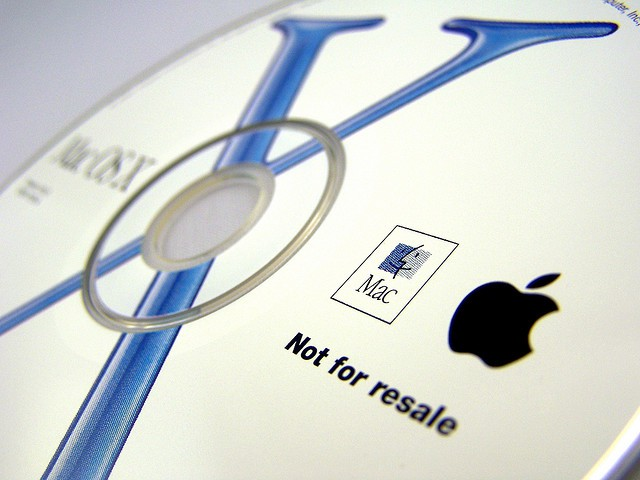 The instillation disk for Max OS X. Photo by malagent: http://www.flickr.com/photos/49368060@N00/2310215514/