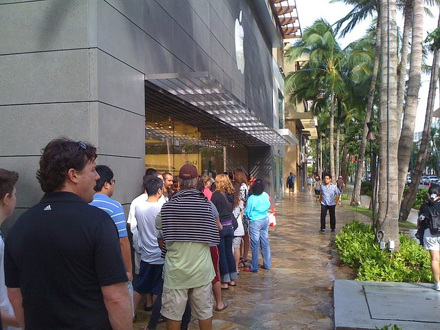 The line for iPad 2s outside the Waikiki Apple Store. The same lines appear every day, one week after the iPad 2s launch. Photo by Jayson Smith: http://www.flickr.com/photos/jaysonsmith/5537484729/in/photostream/