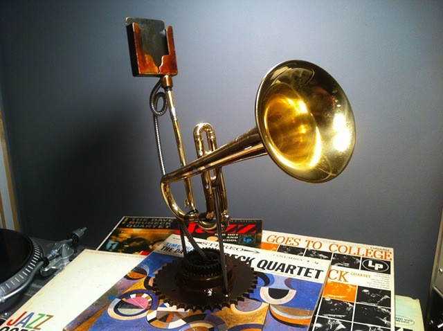 iPhone_trumpet_speaker