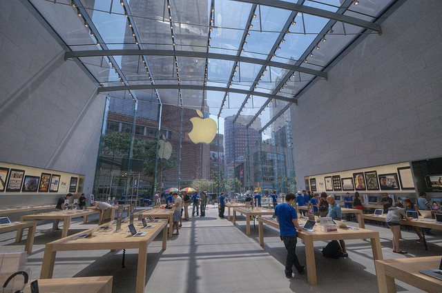 Broadway Apple Store courtesy of joevare on Flickr