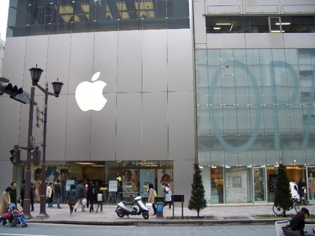 Apple Store in Japan. Used under CC license from Flickr user: .HEI