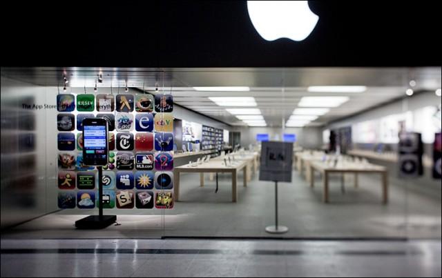 apple_store_empty_ts_01