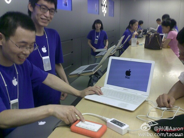 Fake-MacBook-Air-Chinese-Apple-store