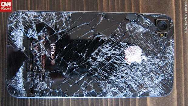 iphone-4-skydiving-accident