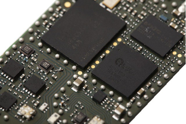 A simple new circuit could double iPhone data speeds. Photo: Apple