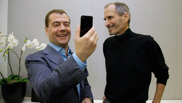 Russian President Dmitry Medvedev and Steve Jobs