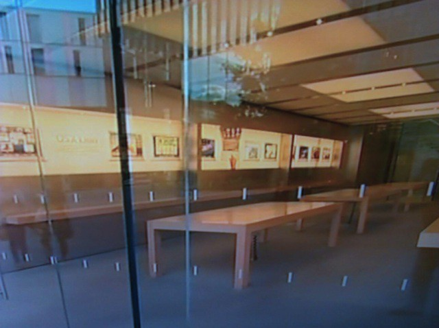 Apple Is Emptying Some UK Stores In Case Of Riots | Cult of Mac