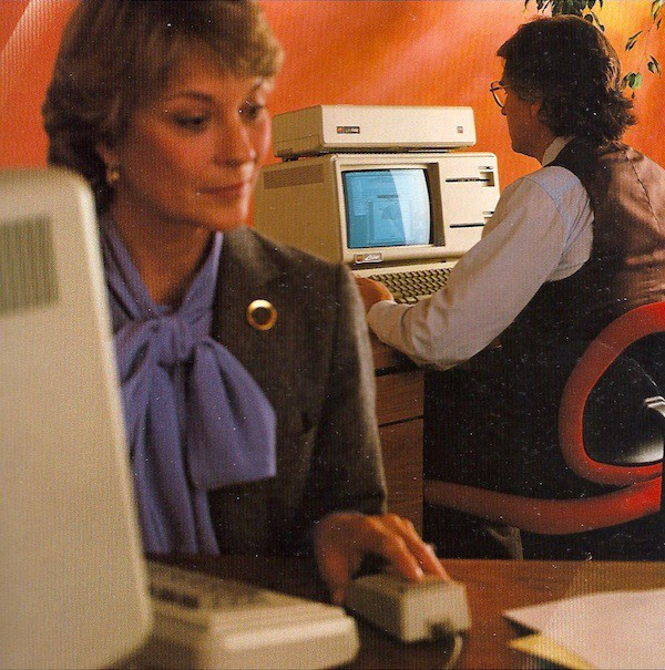 People from the 1980s using the Apple Lisa.