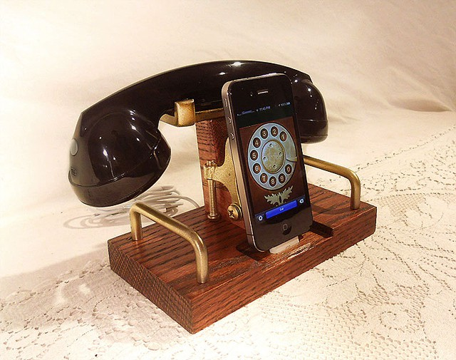 iPhone-Dock-and-Handset-1.jpg