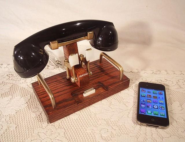 IPhone Dock and Handset 2
