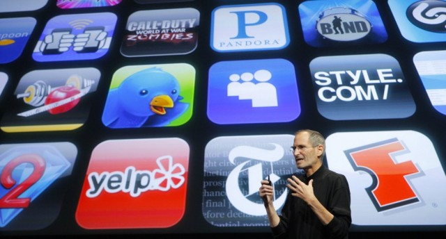 Steve-Jobs-in-front-of-apps