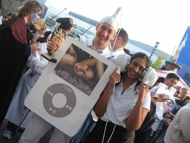 Dressing up as an iPod becomes a Halloween sensation. Photo: Maria Ly/Flickr CC