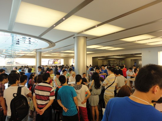 1.1309798245.packed-out-apple-store