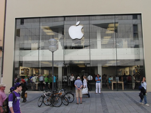Apple's Munich Store Photo by Vokabre - http://flic.kr/p/6SoES8