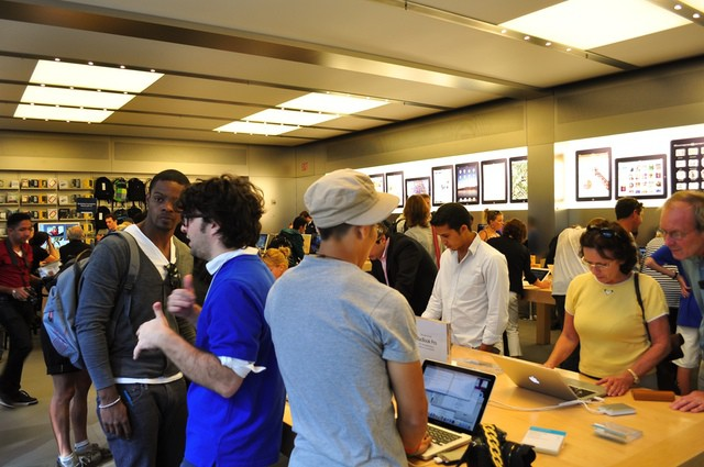 Apple Store at NYC's 5th Ave. (Photo by Phil Photostream - http://flic.kr/p/8S9RCu)