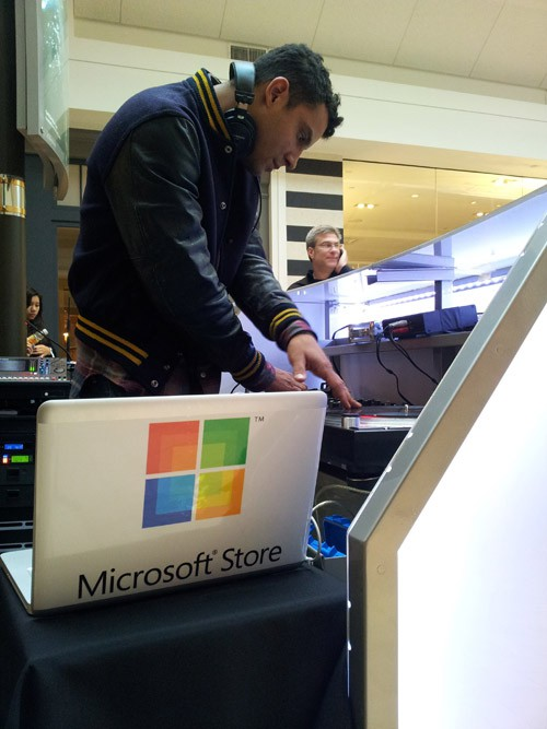 dj uses a macbook pro to play tunes at microsoft store opening cult of mac. Black Bedroom Furniture Sets. Home Design Ideas