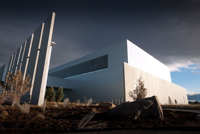 Apple is expected to join Facebook's data center (above) in Prineville, Oregon. [Photo by Tom Raftery - http://flic.kr/p/9wzMH2)