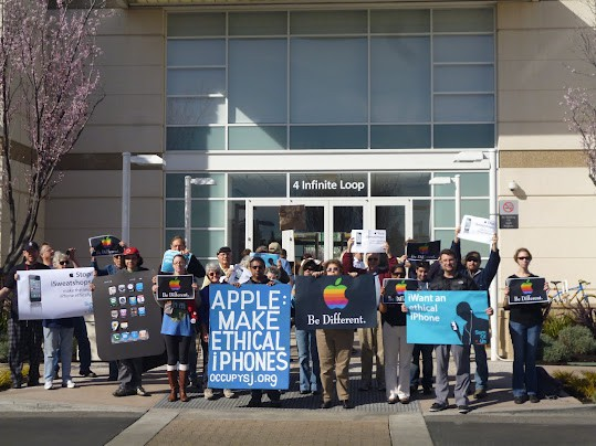 Protesters at Apple headquarters in Cupertino. Image credit: Ted Smith.