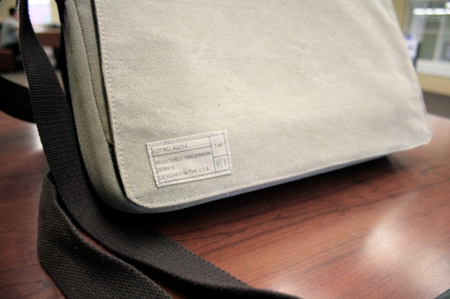 Hex Recon Is A Minimal Stylish Messenger Bag For Your Macbook And Ipad Review