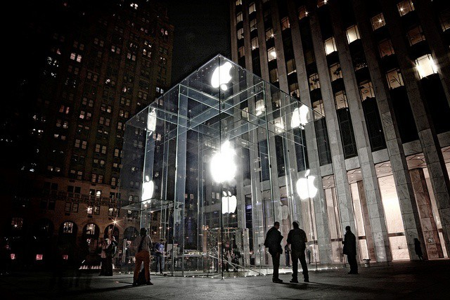 The iconic glass cube at the 5th Avenue Apple Store. Image by Barry McLynn on Flickr