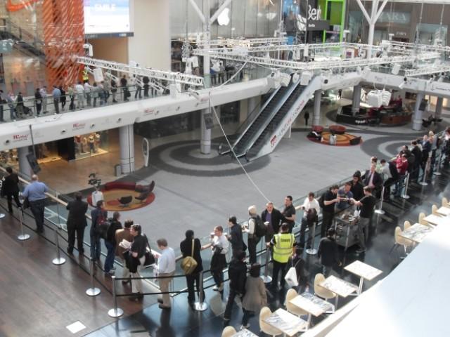 apple_ipad_launch_westfield_queue