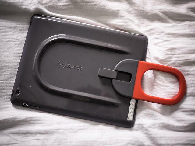 The strong hinge holds the handle at any angle. Photo Charlie Sorrel (CC BY-NC-SA 3.0)