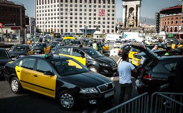A public transport strike planned for the duration of Mobile World Congress was canceled. It would have made no difference, as everybody gets around by taxi