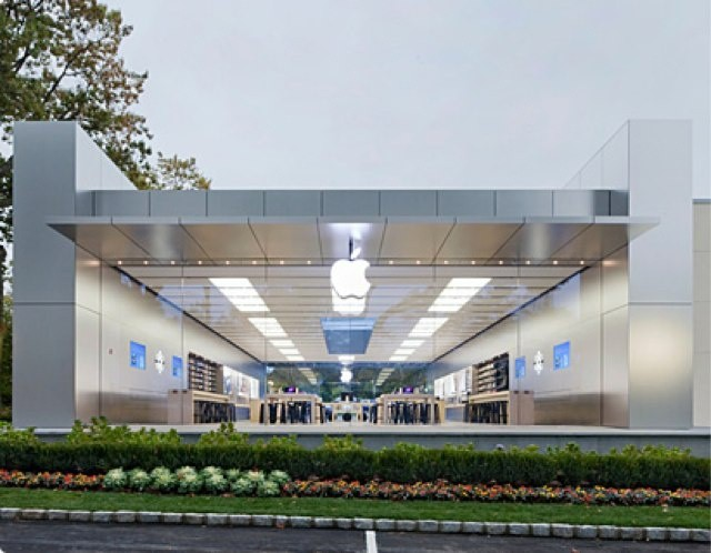 Both the front and rear of Apple's Manhasset store feature glass walls and doors.