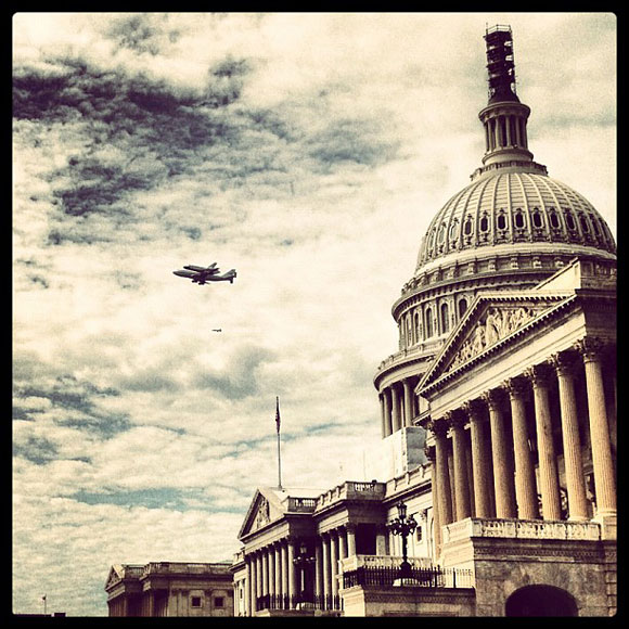 The Space Shuttle Discovery gets Instagrammed on the iPhone