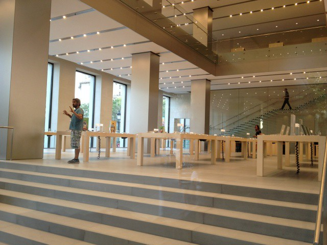 On The Ground Floor Of Barcelona Apple Store About Half Available Space Is Taken Up With IPhone And IPad Displays Spread Across Twelve