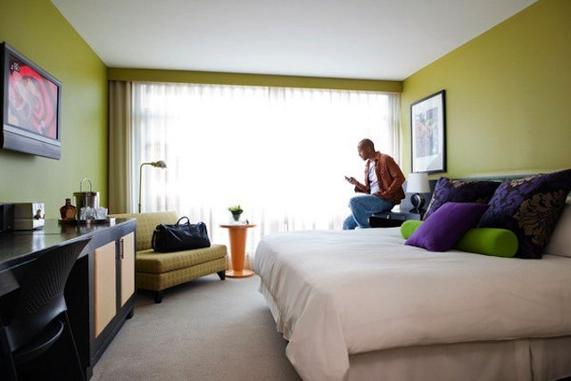 Vancouver hotel ditches traditional phones for iPhones - a process that may be easier than you'd expect.