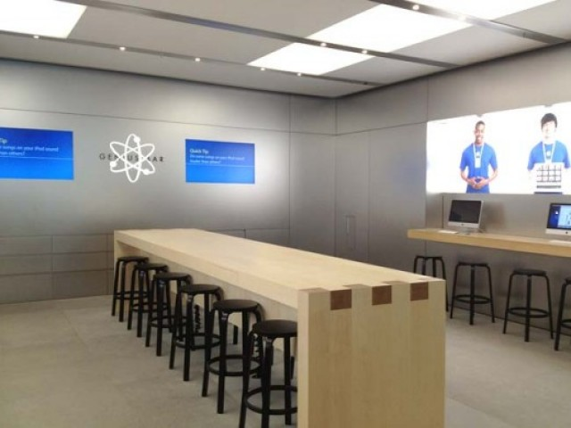 Apple's new Genius Bar layout provides room for 12 customers instead of the usual 7.