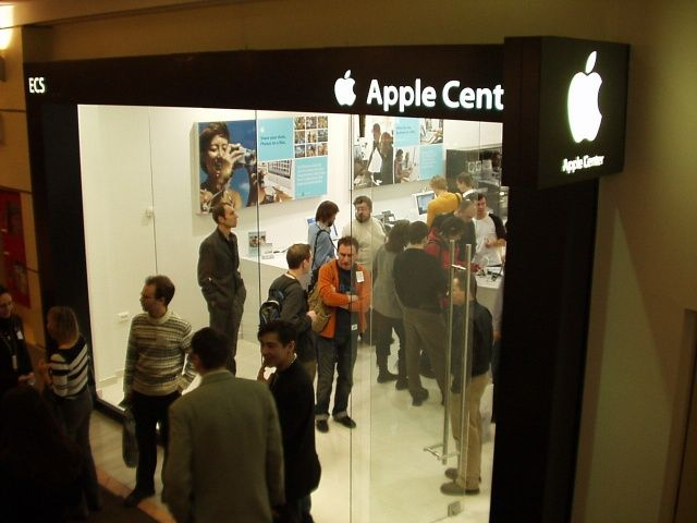 In Russia, the only place to buy Apple products are these third-party knock-off Apple Stores.