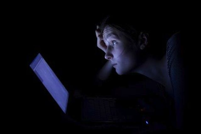 New research suggest that iPad/tablet use before bed can cause sleep disorders and may raise your risk of other health problems.