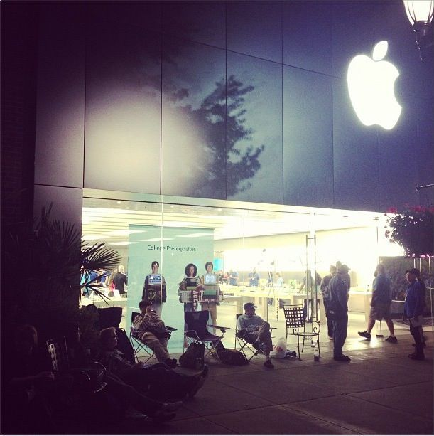 Fans wait outside a Seattle Apple Store for the iPhone 5