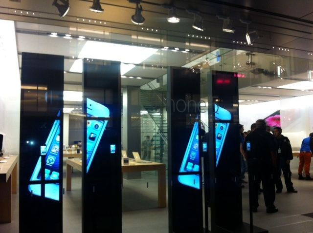 iphone_5_store_window