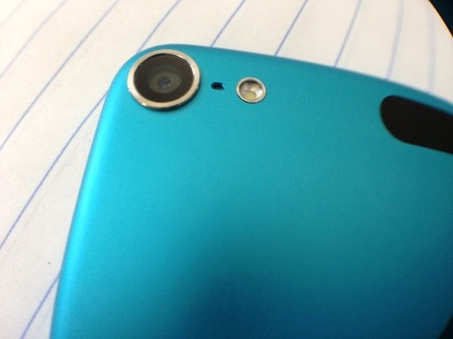 2012_iPod_touch_5th_gen_02