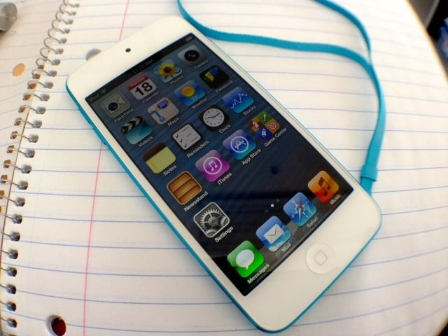 2012_iPod_touch_5th_gen_04