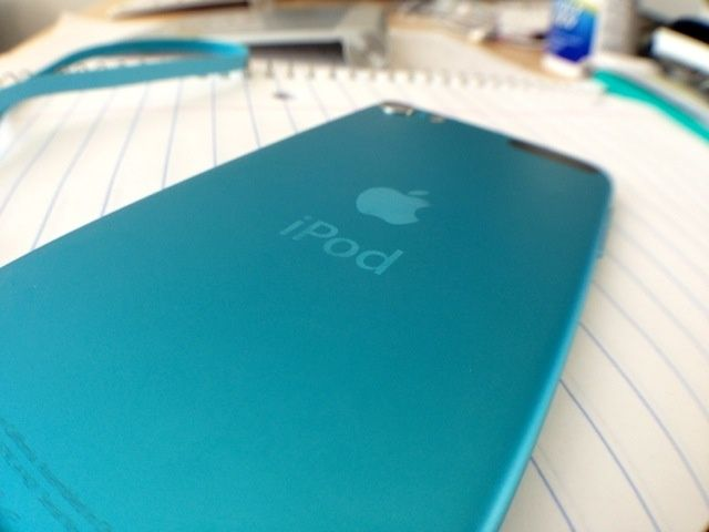 2012_iPod_touch_5th_gen_05