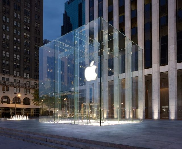 Apple Store On Fifth Avenue Gets Flooded After Roof Springs A Leak - New apple store in chicago will have a giant macbook as its roof