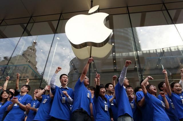 Chinese customers are having to wait a bit longer than everyone else to get their hands on an iPhone 6 or 6 Plus.