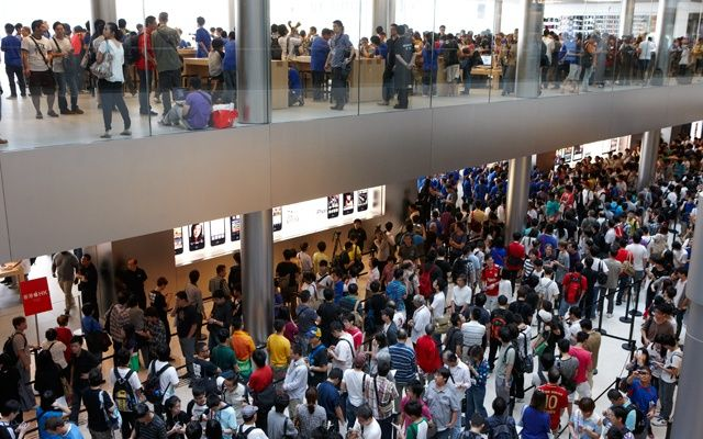 Customers queue for the iPhone 5 at IFC Mall in Hong Kong.