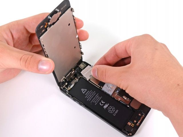 The iPhone 5's intricate design is leading to supply shortages.